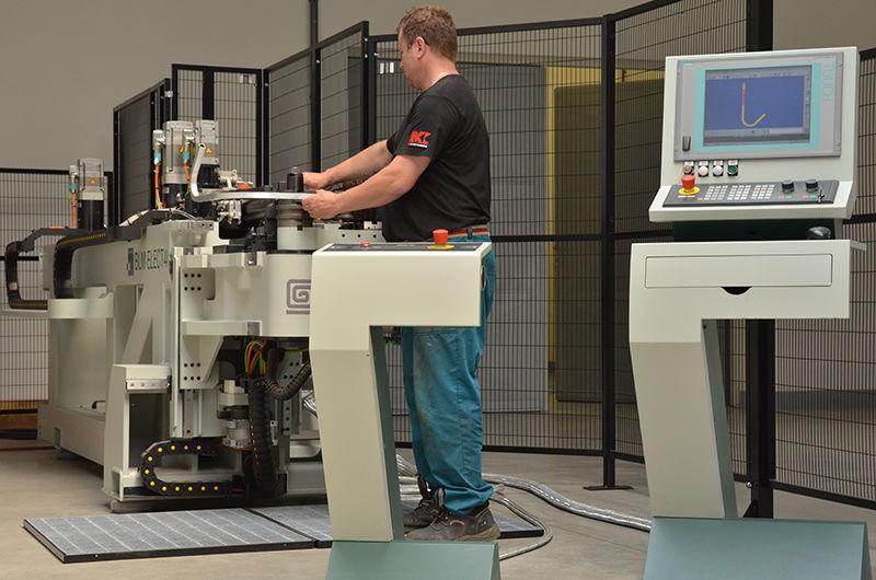 Strojní výroba ohybací stroje