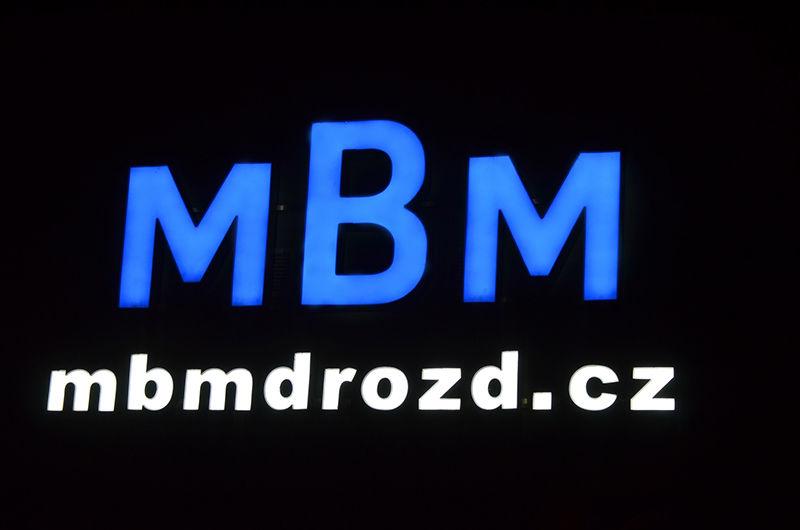 MBM Drozd, světelný nápis