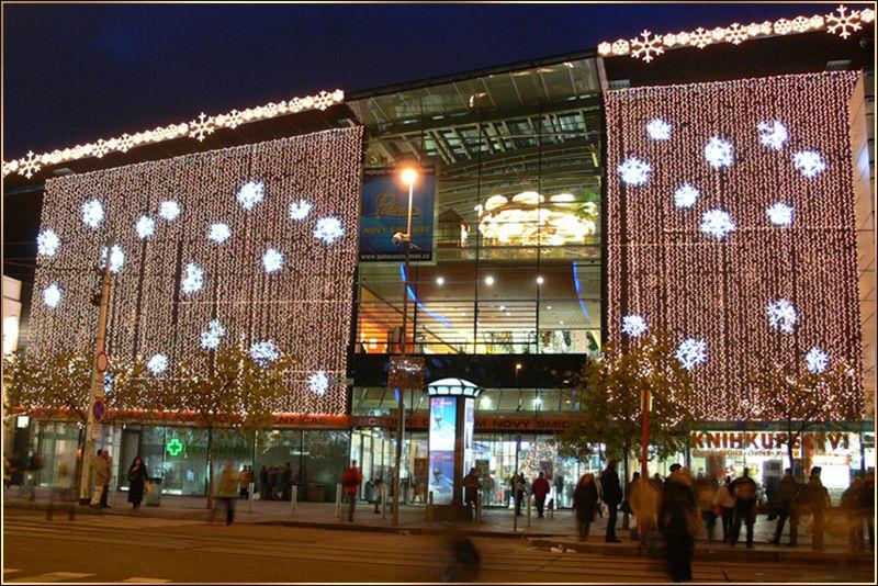 Světelná vánoční výzdoba OC Nový Smíchov exteriér