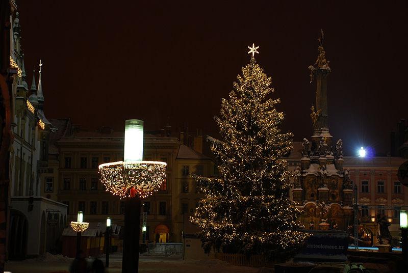 Světelné vánoční osvětlení nanáměstí vKadani