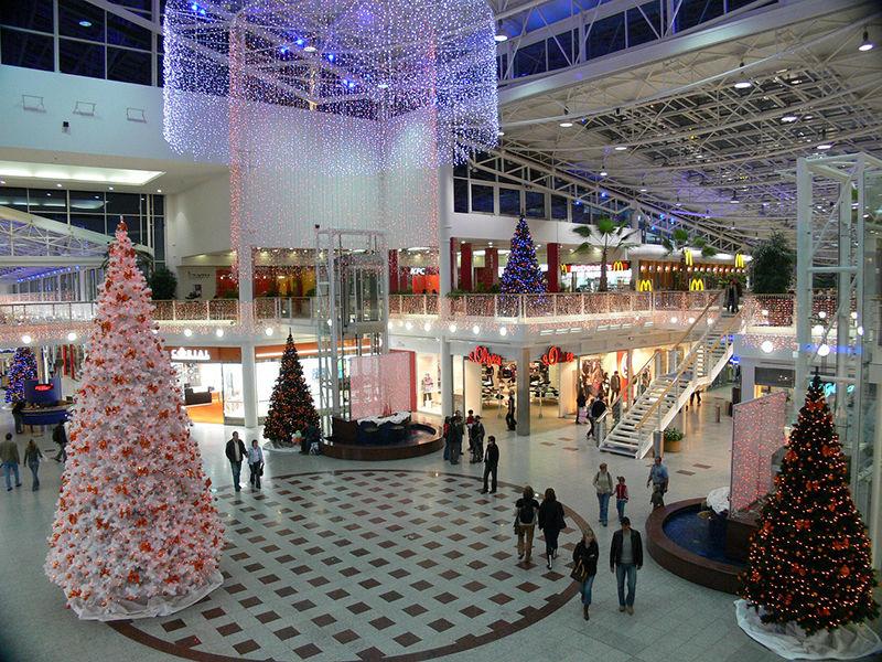Vnitřní světelná vánoční výzdoba obchodního centra