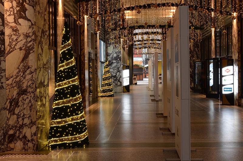 Vnitřní vánoční výzdoba - palác Koruna