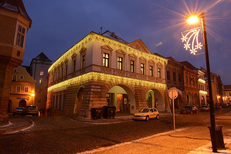 LED světelné rampouchy nadomě