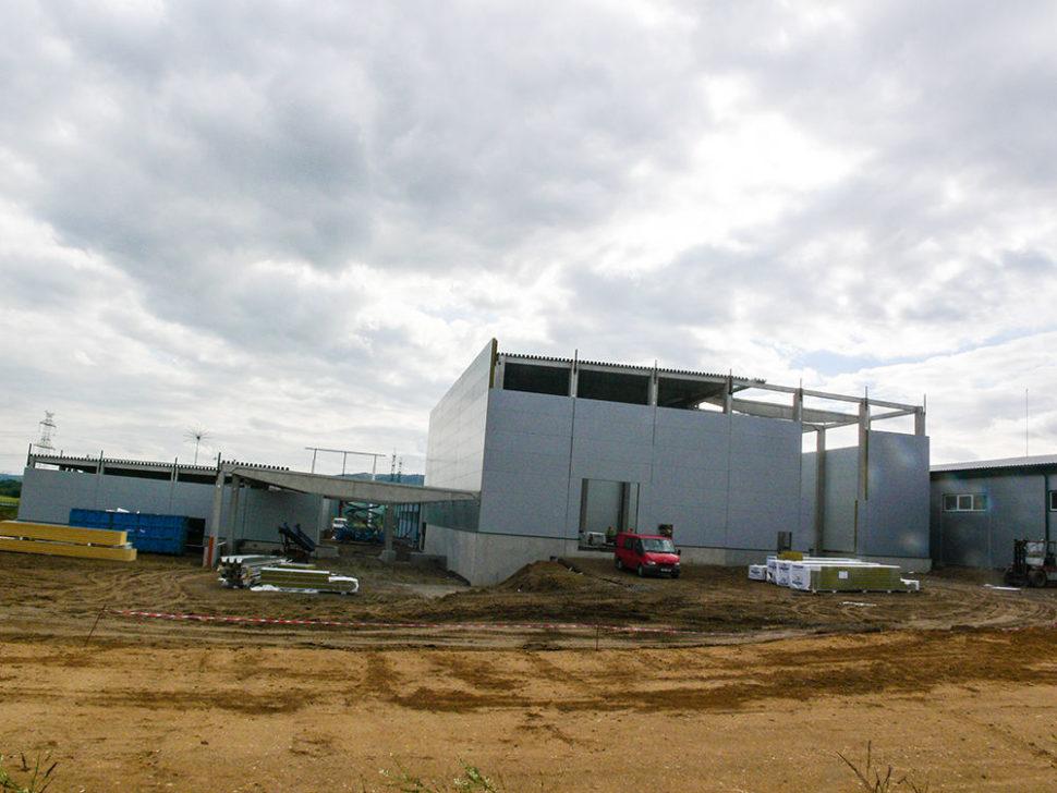 Výstavba haly aškolícího střediska