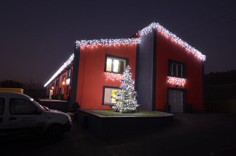 LED venkovní světelná vánoční výzdoba rodinného domu