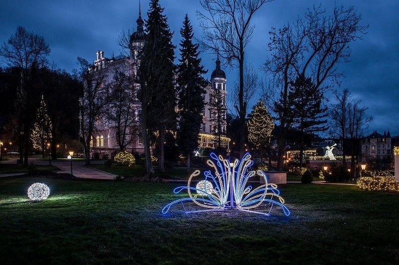 3D světelné objekty vzahradě - Karlovy Vary