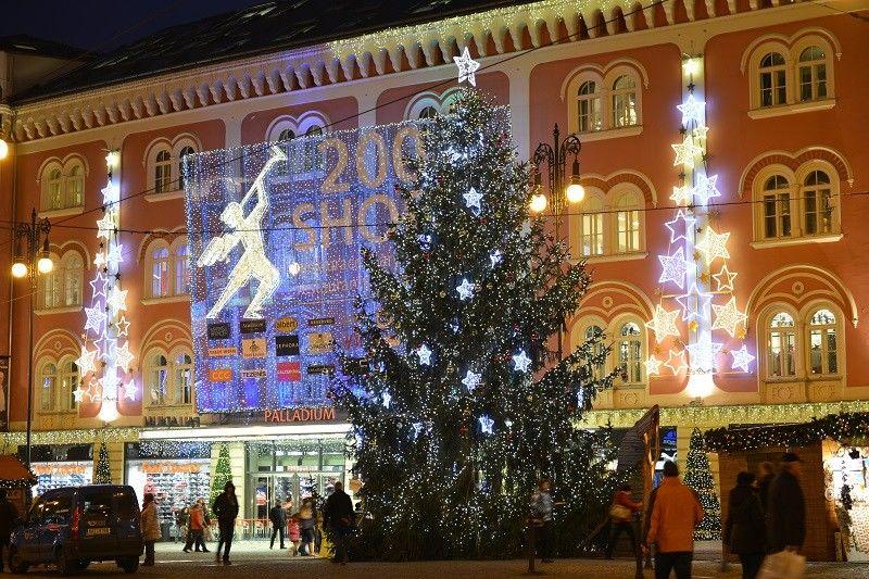 Venkovní světelná vánoční výzdoba před OC Palladium