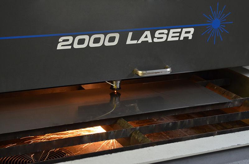 Strojní výroba CNC laser vprovozu