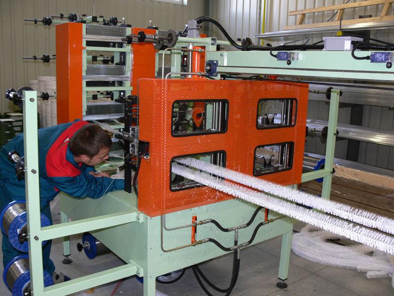 Strojní výroba PVC jehličí detail