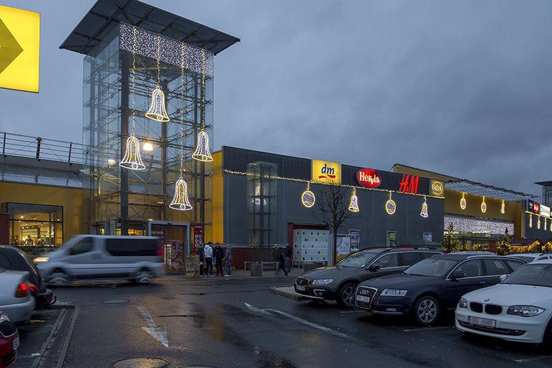 LED světelná vánoční výzdoba exteriéru OC Varyáda
