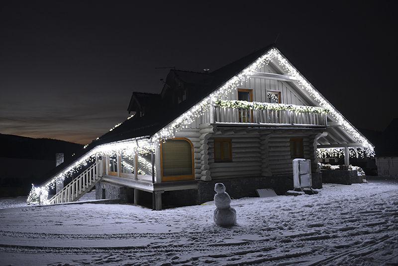 LED světelná vánoční výzdoba rodinného domu
