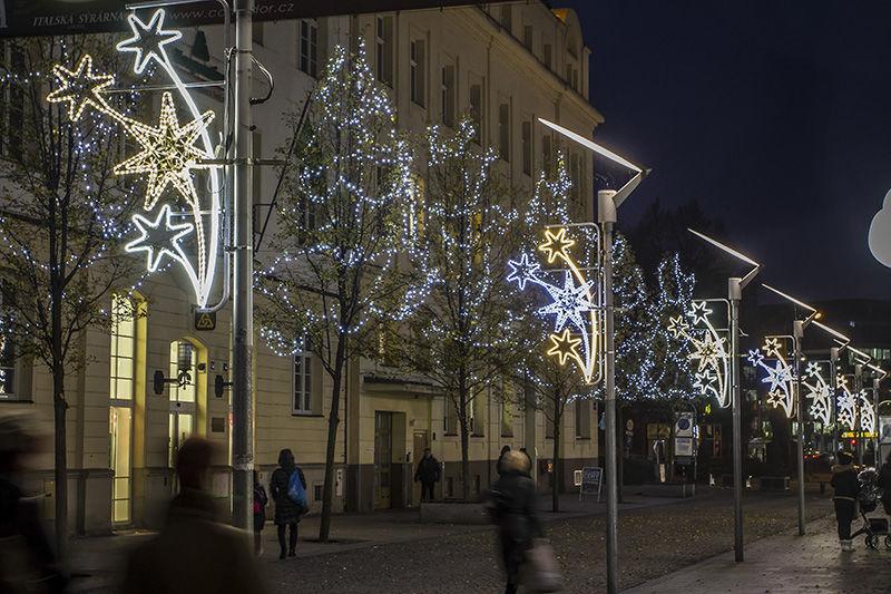 Světelná vánoční výzdoba veřejného osvětlení vOstravě