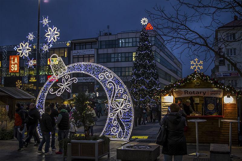 LED Světelná brána navánočních trzích vOstravě