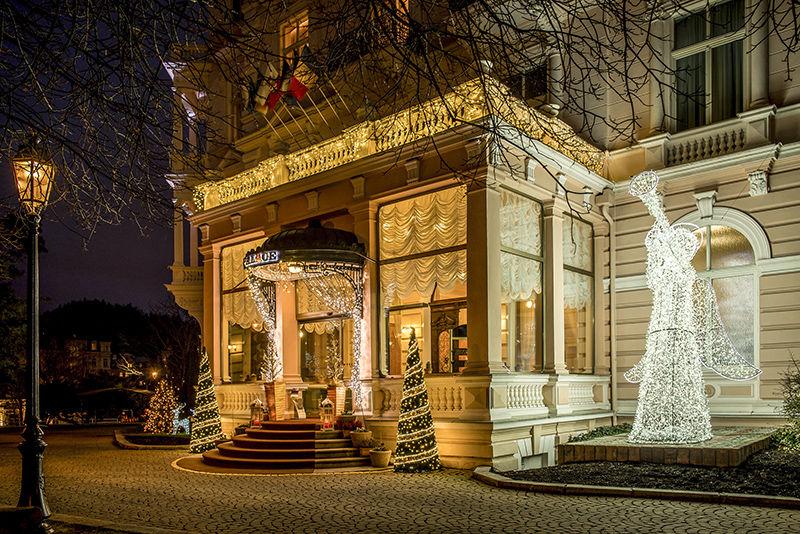 Světelná vánoční výzdoba Bristol Group
