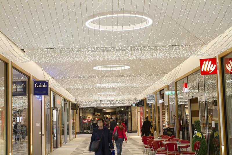 LED světelné závěsy vMetropoli Zličín