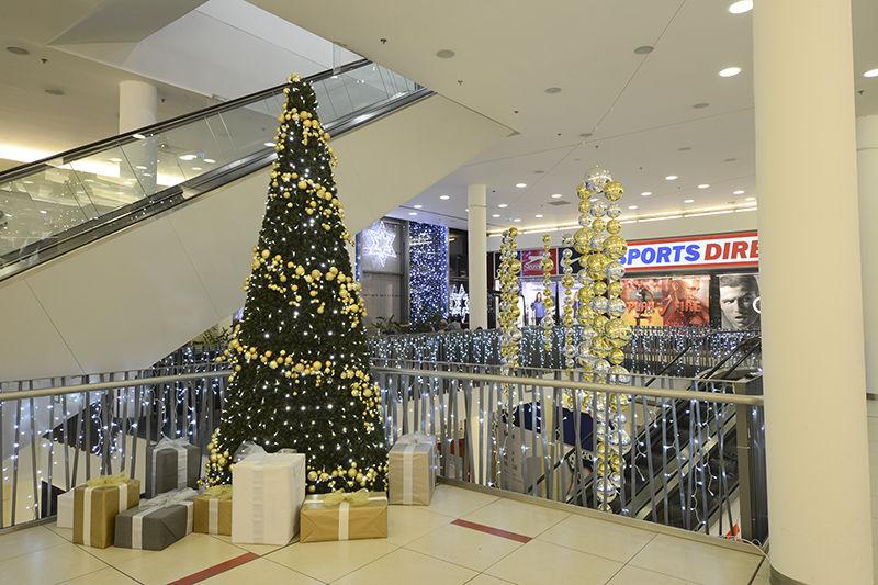 Vánoční výzdoba interiéru OC Forum