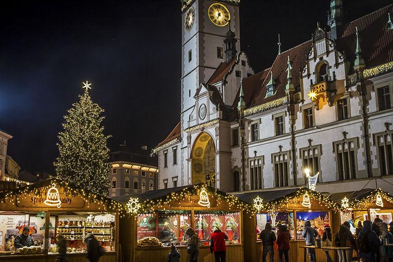 Světelná vánoční výzdoba náměstí vOlomouci