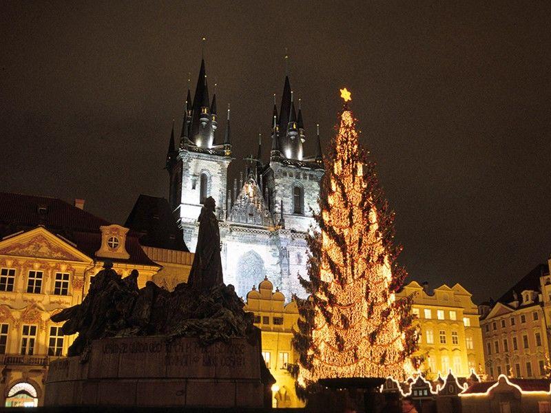 Světelná vánoční výzdoba Staroměstského náměstí vPraze